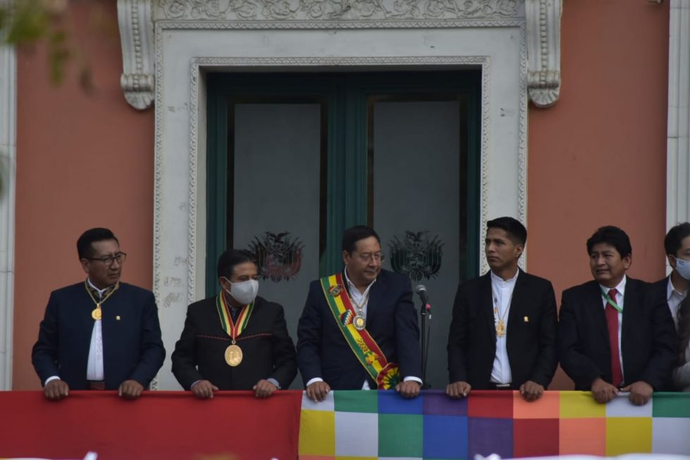 Hubo desfile de organizaciones sociales en el día de la investidura de Arce y Choquehuanca