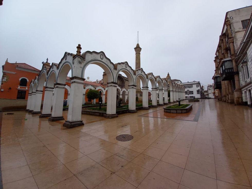 El centro de la ciudad estaba absolutamente desierto.